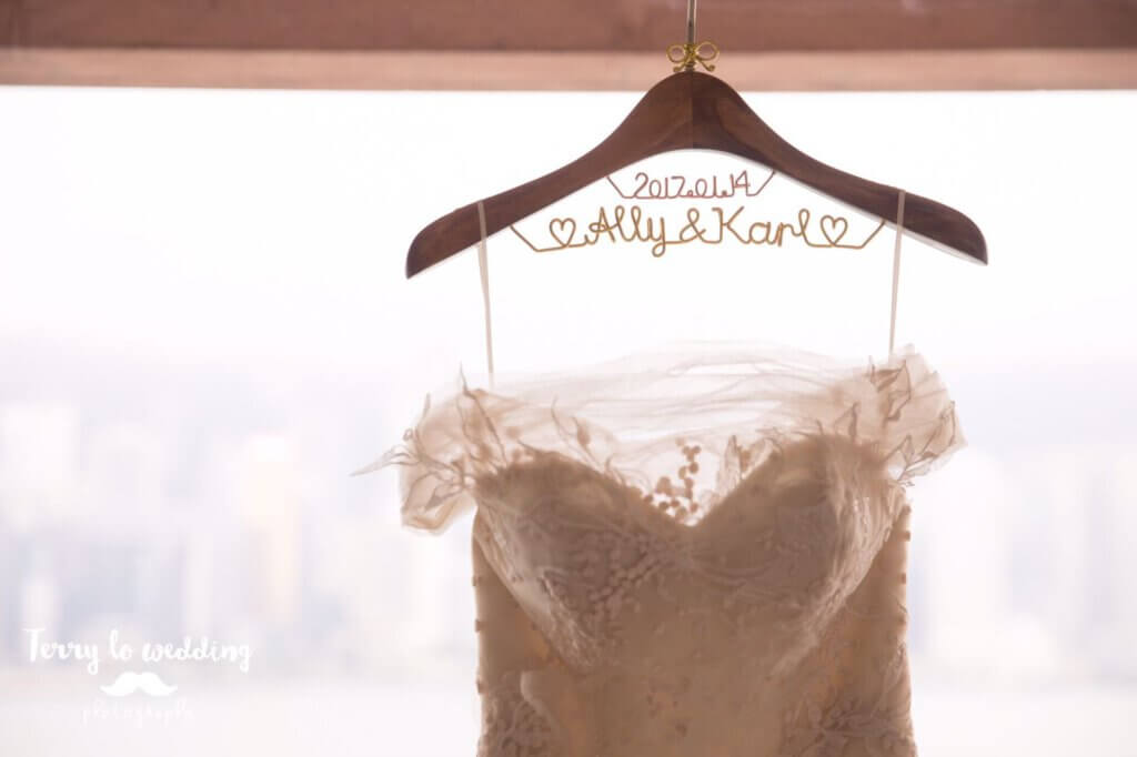 Wedding hanger with two rows: date and names. With ribbon charm