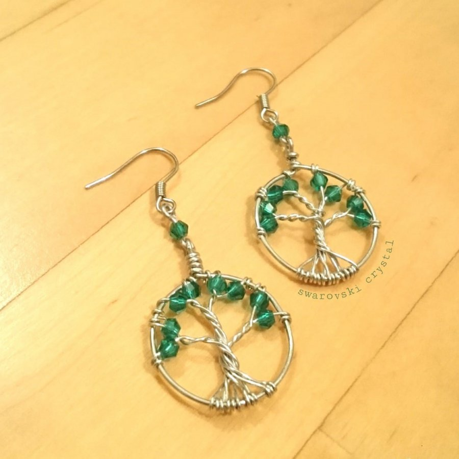 Tree of life earrings with Swarovski crystals. In 925 silver.
