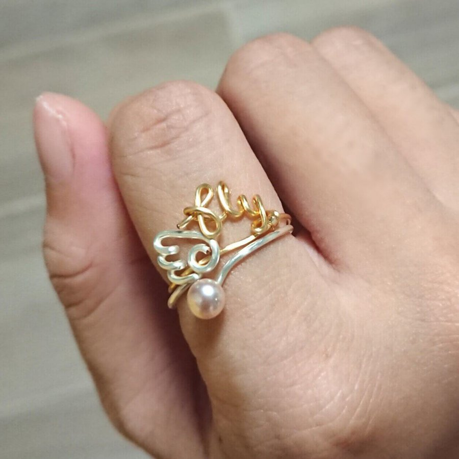 Initial ring. In gold plated copper.